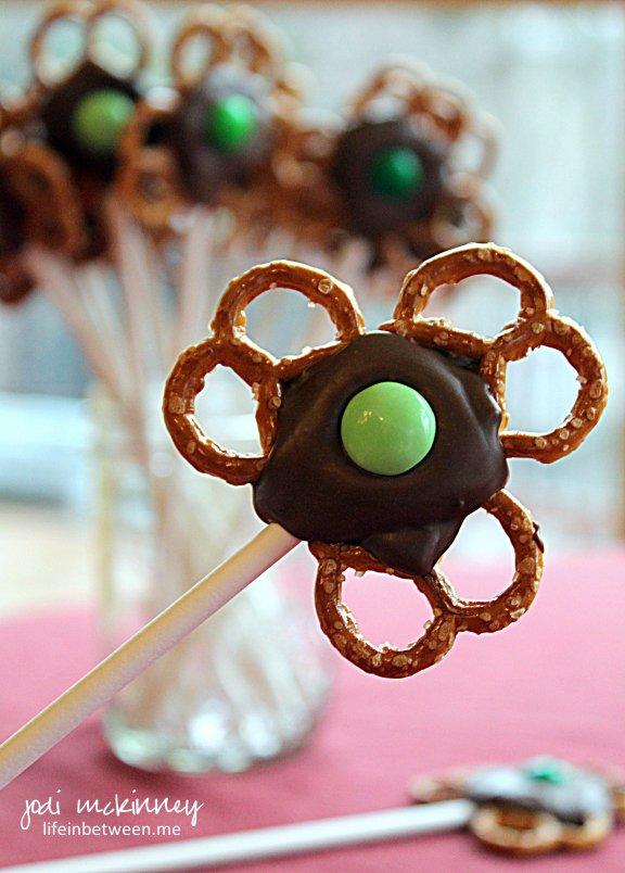 Chocolate Pretzel Shamrock Pops