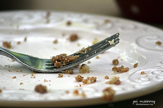 empty crumb cake plate