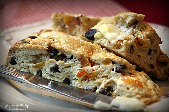 apricot chocolate chip scones