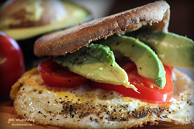 Breakfast Sandwich Egg tomato avacado