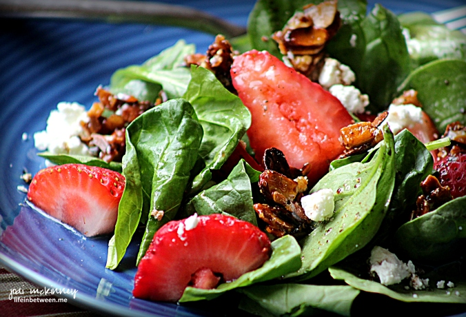 spinach strawberry salad with candied almonds and goat cheese 1