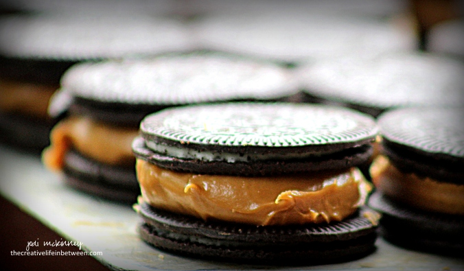 chocolate-covered-cookie-butter-stuffed-oreos-3