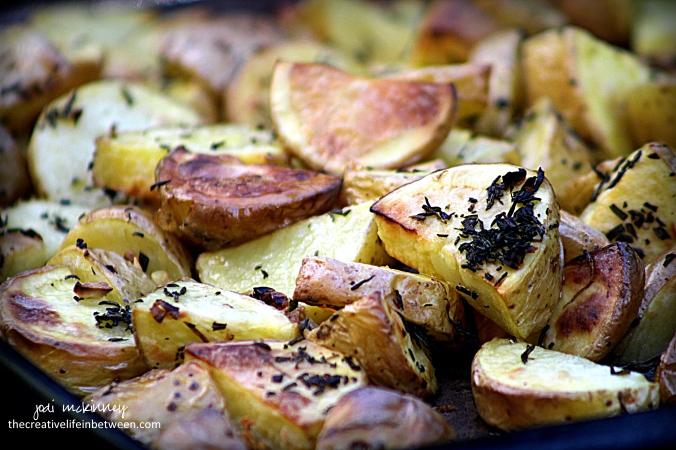 roasted-rosemary-and-garlic-yukon-gold-potatoes-2