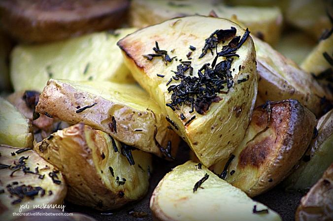 roasted-rosemary-and-garlic-yukon-gold-potatoes-3