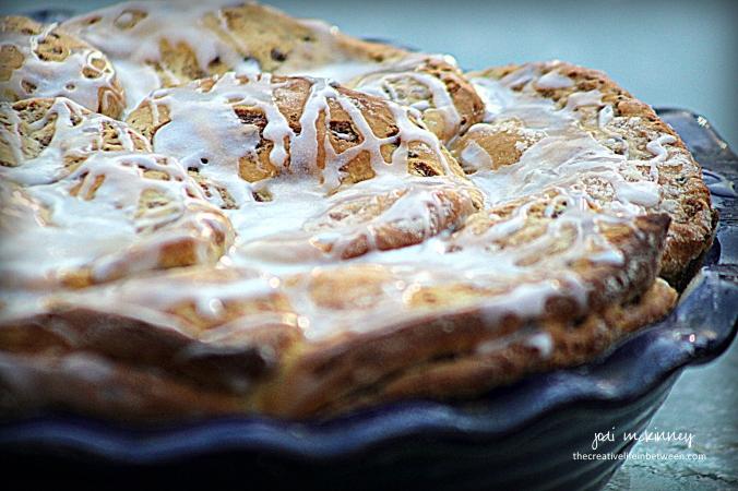 cinnamon-roll-apple-pie-1