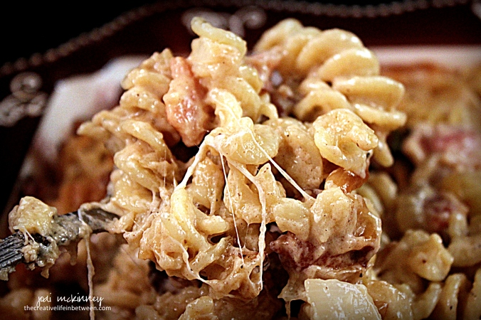 bacon-and-caramelized-onion-mac-n-cheese-2
