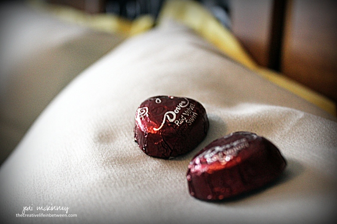 valentines-day-couples-camp-dove-red-velvet-chocolates-on-guest-pillows